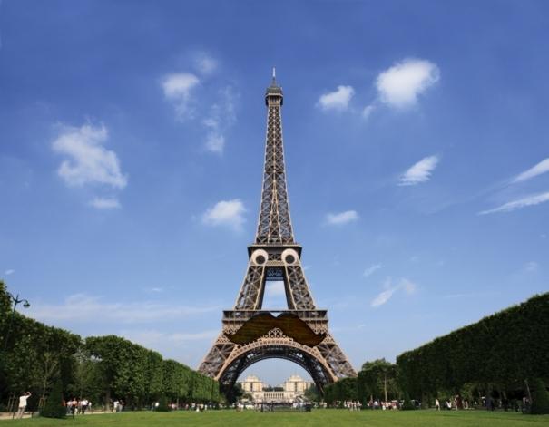 Someday, zay weel make a dizastur movie in Paris where ah doan get blown up.