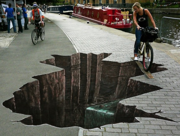 Via http://www.digitalbusstop.com/15-amazing-street-art-photos/